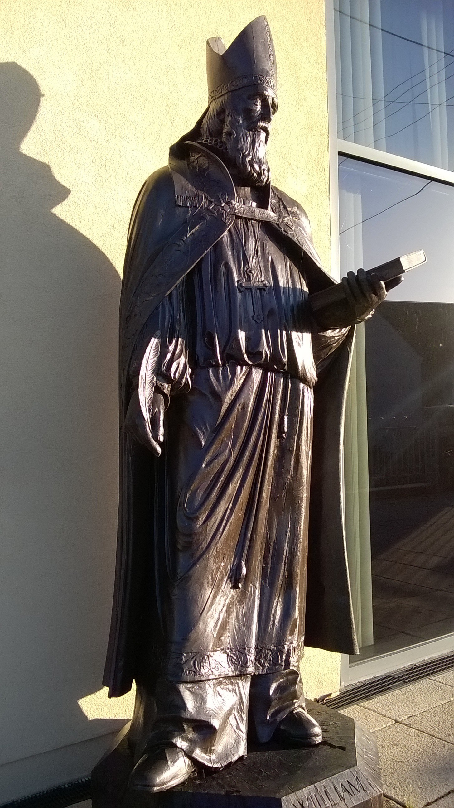 Barry Davies: statue of Bishop William Morgan